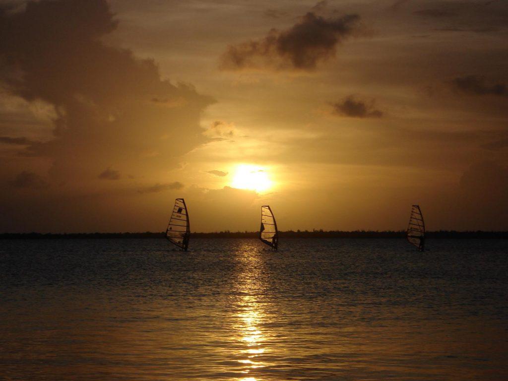 Kitesurfen und Windsurfen auf Aruba